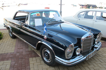 Magnetic-car-flagpole-on-Mercedes-Benz-250SE-Coupe.jpg